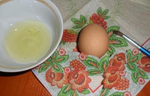 готовим белок, кисть и салфетки