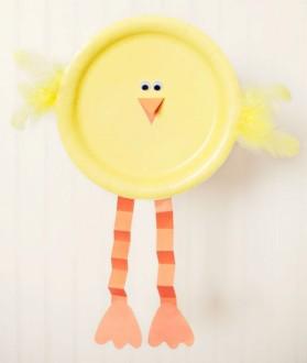 цыпленок из тарелки с лапками