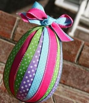 пасхальное яйцо в лентах
